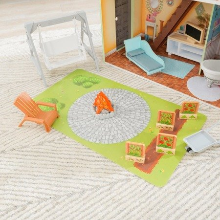 Domek dla lalek Hallie  KidKraft  Światło i Dźwięk  z ogródkiem i placem zabaw 65980